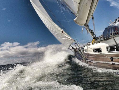 Come navigare con mare mosso