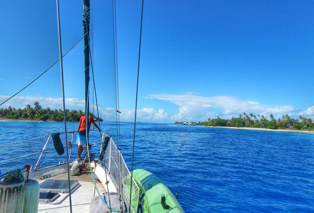 Passare fra le pass in barca