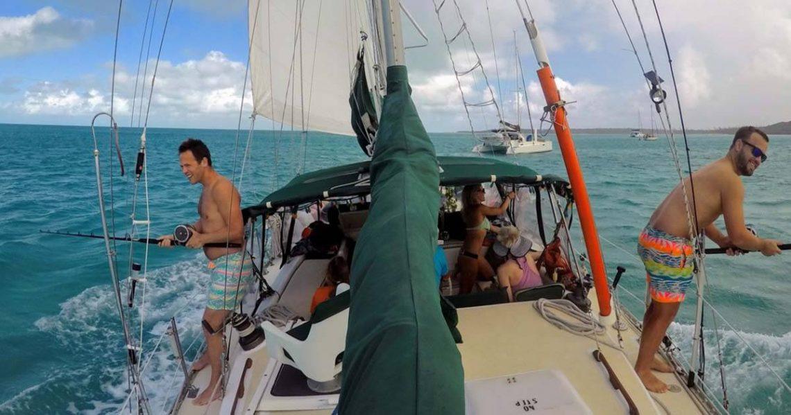 Pesca alla traina in barca a vela